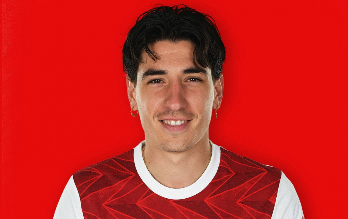 Chạy cánh phải: Hector Bellerin