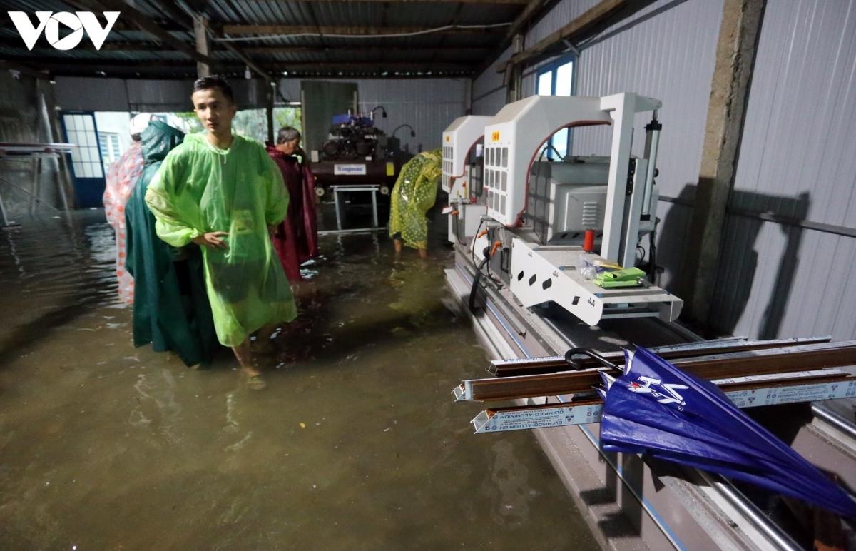 Nước ngập nhà dân ở thành phố Tam Kỳ.