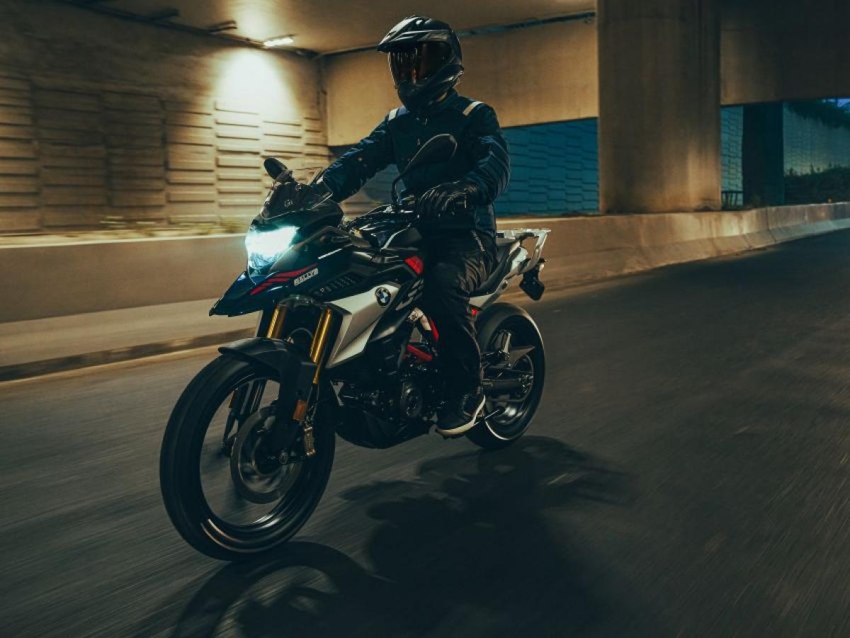 """BMW Motorrad cho biết, hệ thống đèn mới cũng cung cấp """"ánh sáng đặc biệt và đồng nhất trên đường"""" trong khi loại bỏ """"các rung động gây xao nhãng""""."""