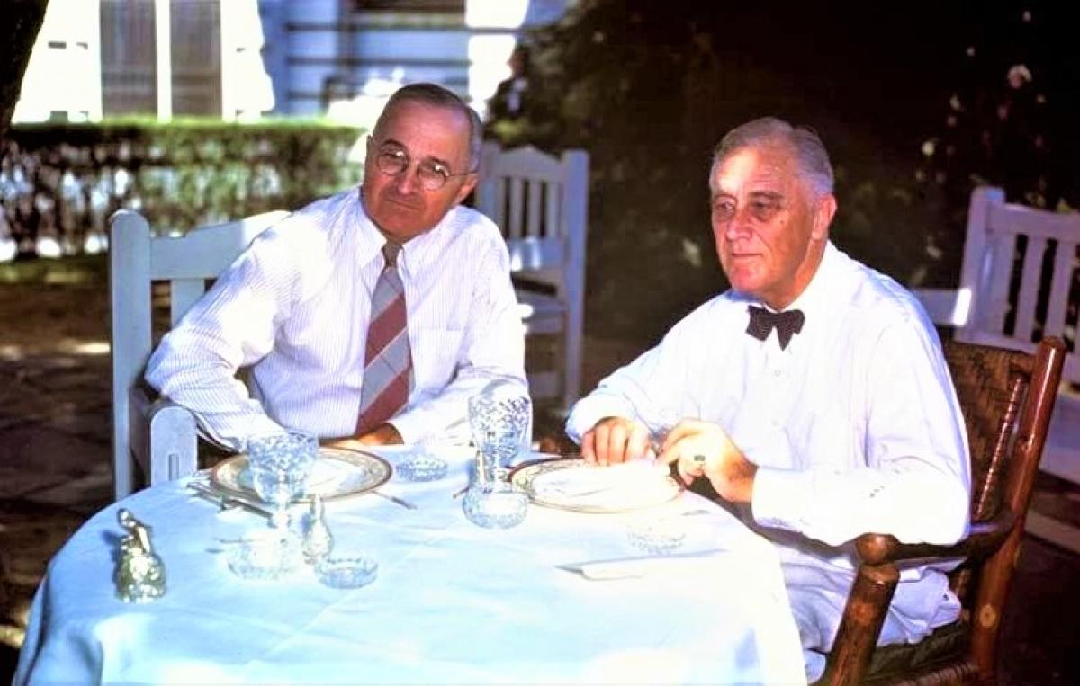 Tổng thống Franklin D. Roosevelt (bên phải) và Harry S. Truman; Nguồn: AP