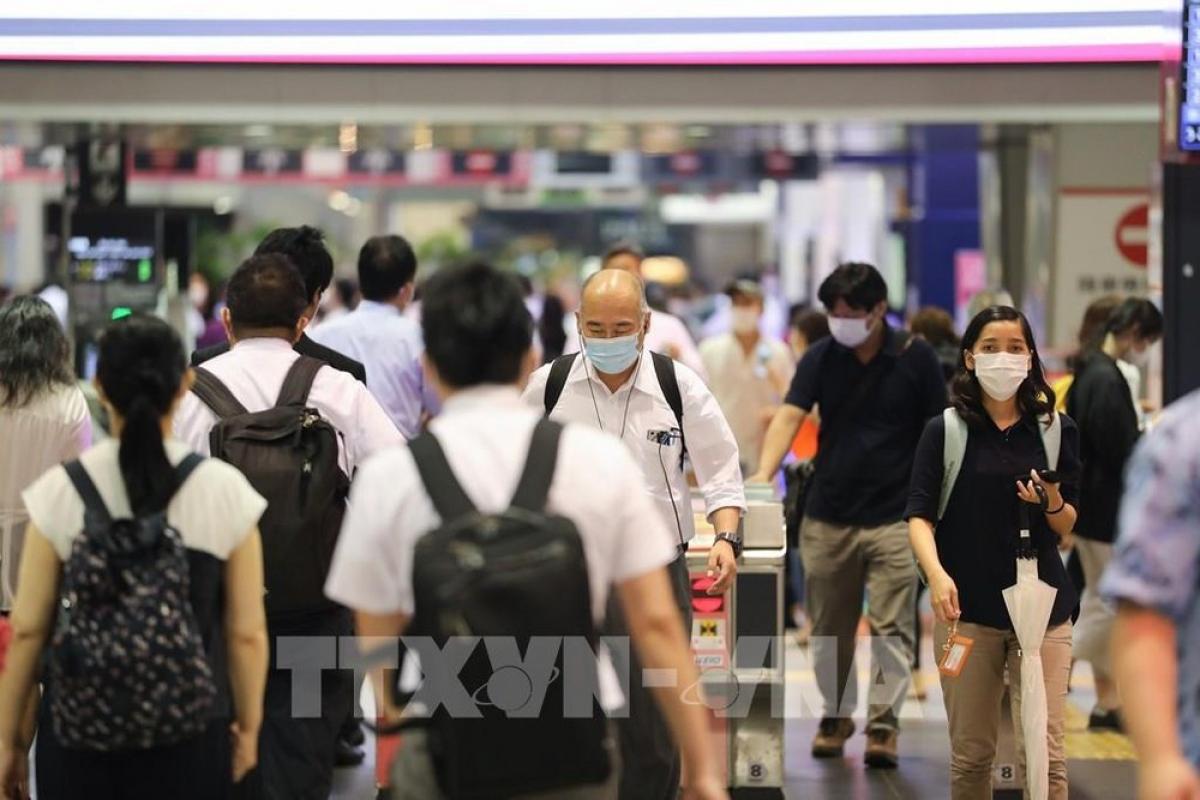 Người dân đeo khẩu trang phòng lây nhiễm Covid-19 tại Tokyo, Nhật Bản, ngày 9/7/2020. (Ảnh: THX/TTXVN)