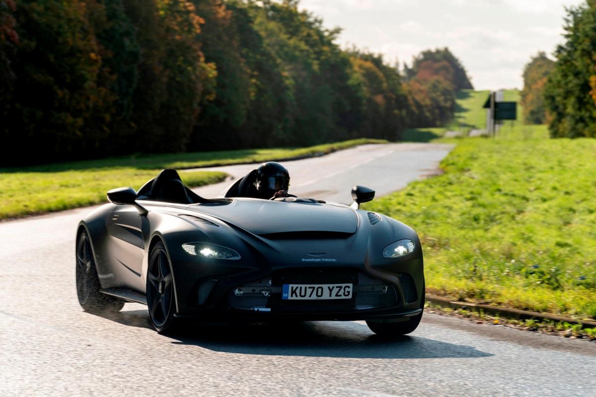 Hãng xe hơi đến từ Anh Quốc sẽ sản xuất tổng cộng 88 chiếc V12 Speedster và bán chúng với giá khởi điểm từ 765.000 Bảng.