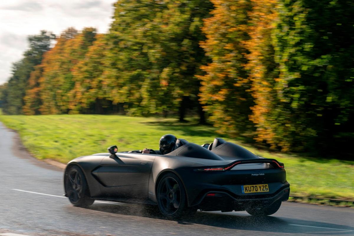 Chiếc Speedster của Aston Martin được trang bị động cơ V12 dung tích 5.2 lít tăng áp kép giống với DBS Superleggera. Động cơ này có thể tạo ra công suất cực đại ở mức 690 mã lực và mô-men xoắn tối đa 752 Nm. Sức mạnh này được truyền đến bánh sau và giúp xe tăng tốc lên 100 km/h trong 3,5 giây trước khi đạt tốc độ tối đa 300 km/h.