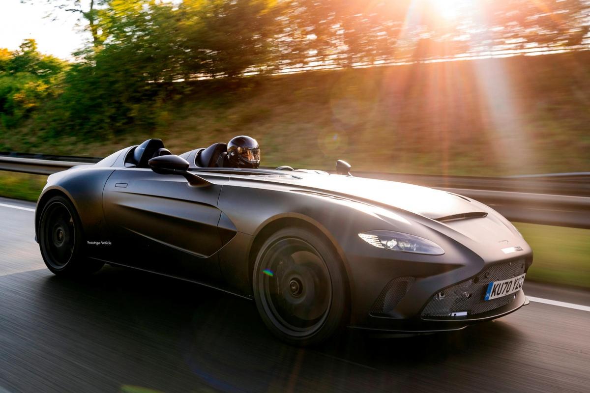 Qua những hình ảnh được Aston Martin công bố, chiếc xe sở hữu màu sơn đen mờ với một số chi tiết ở đầu xe vẫn chưa được hoàn thiện như mẫu được trưng bày từ tháng 3. Cản trước cùng một số chi tiết được làm bằng sợi carbon, đuôi xe có được bộ ống xả lớn hơn trước, một số các chi tiết khí động học ở phía sau cũng chưa được trang bị.