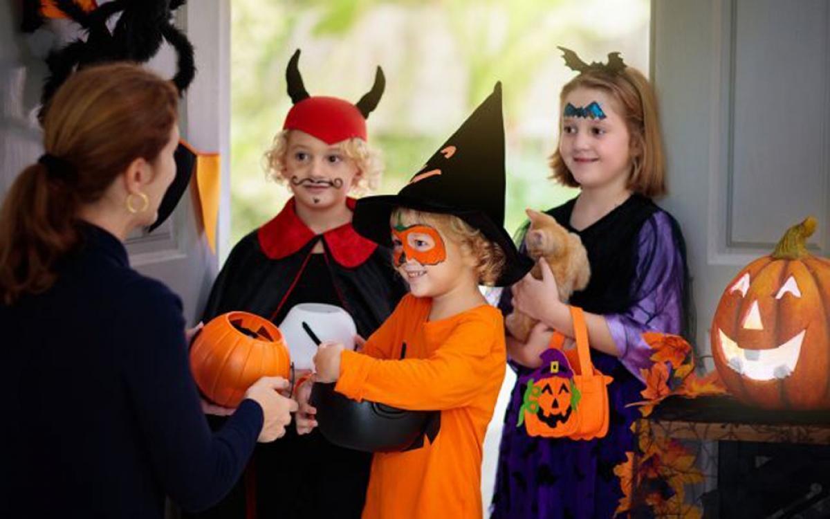 Vì thế, gần đến dịp Halloween, thị trường đồ hóa trang rất sôi động tại nhiều quốc gia trên thế giới, đặc biệt là tại châu Âu và Mỹ. (Ảnh: foxbusiness)