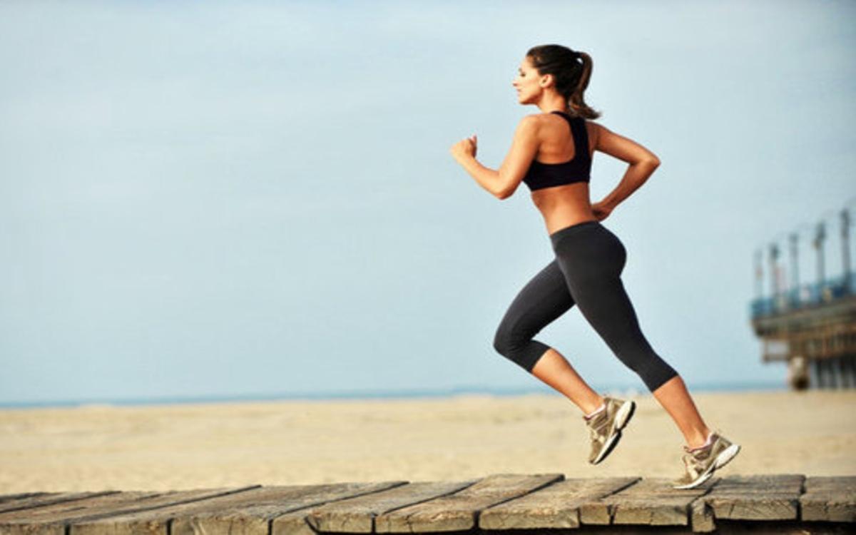 Rèn luyện cơ thể: Tập thể dục điều độ không chỉ làm tăng estrogen mà còn tác động đến nhiều hormone trong cơ thể như giúp phụ nữ ngủ ngon và cải thiện tâm trạng...
