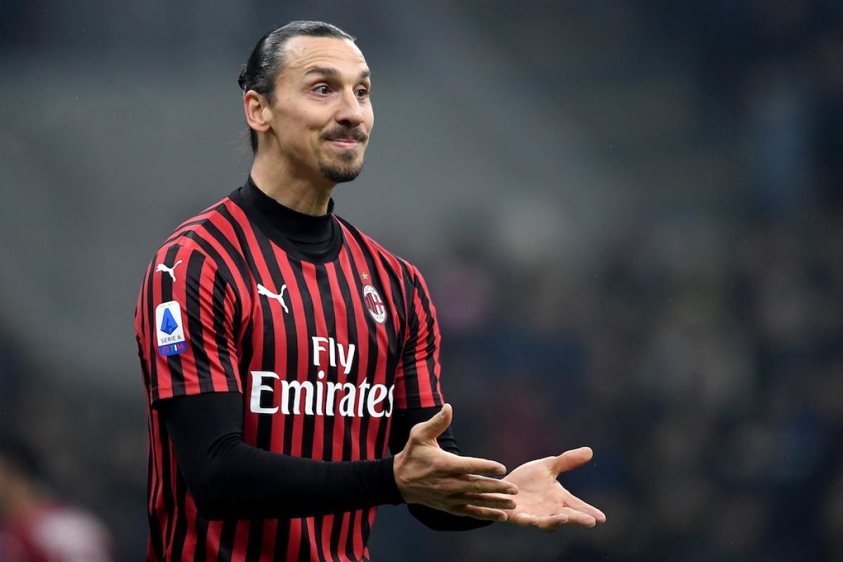 """Zlatan Ibrahimovic (39 tuổi/AC Milan) - Có lẽ không cần nói quá nhiều về cầu thủ đặc biệt này. Chỉ riêng tuyên bố """"Covid-19 dám cả gan thách thức tôi"""" cũng đủ thấy Ibra """"dị"""" như thế nào. Mùa trước, anh ghi được 10 bàn cho AC Milan và mùa này, cầu thủ người Thụy Điển đã có 2 bàn chỉ sau trận đấu với Juventus."""