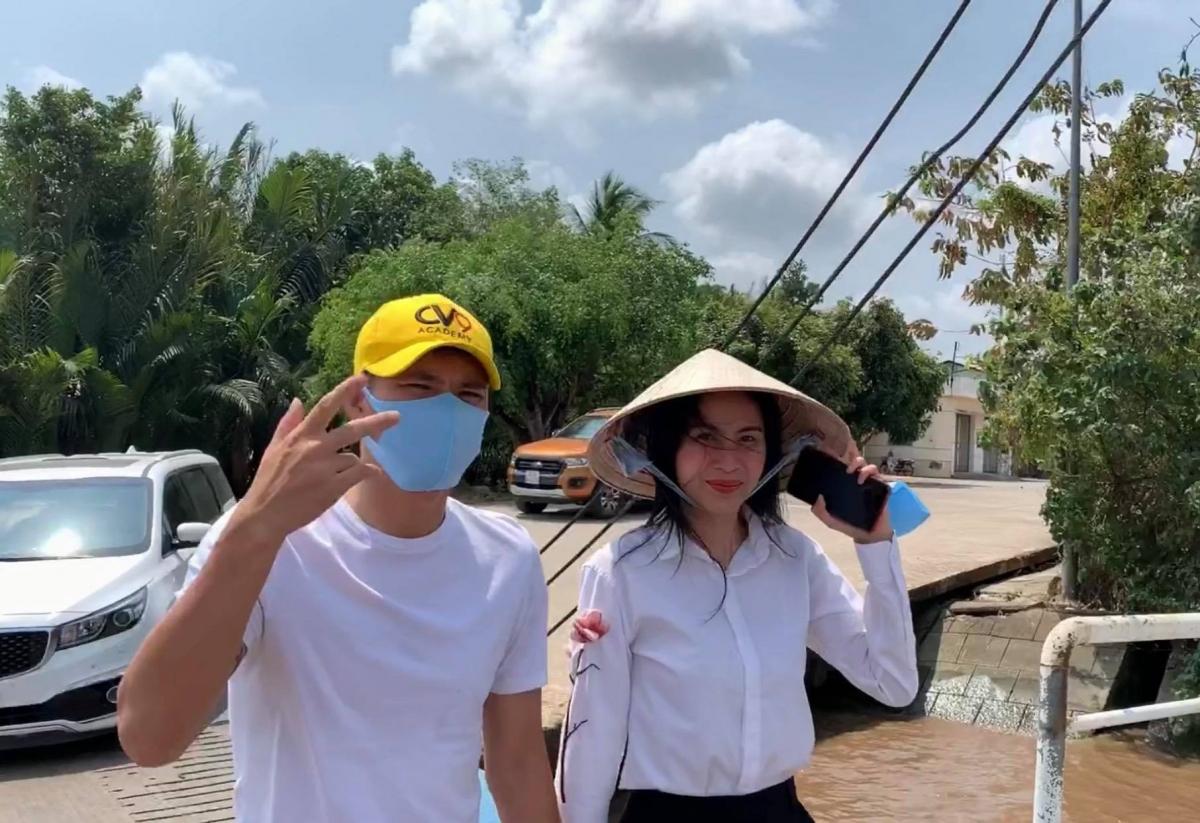 Thuỷ Tiên là một trong những ngôi sao Việt tích cực thực hiện các hoạt động từ thiện chung tay giúp đỡ người dân các tỉnh gặp khó khăn.