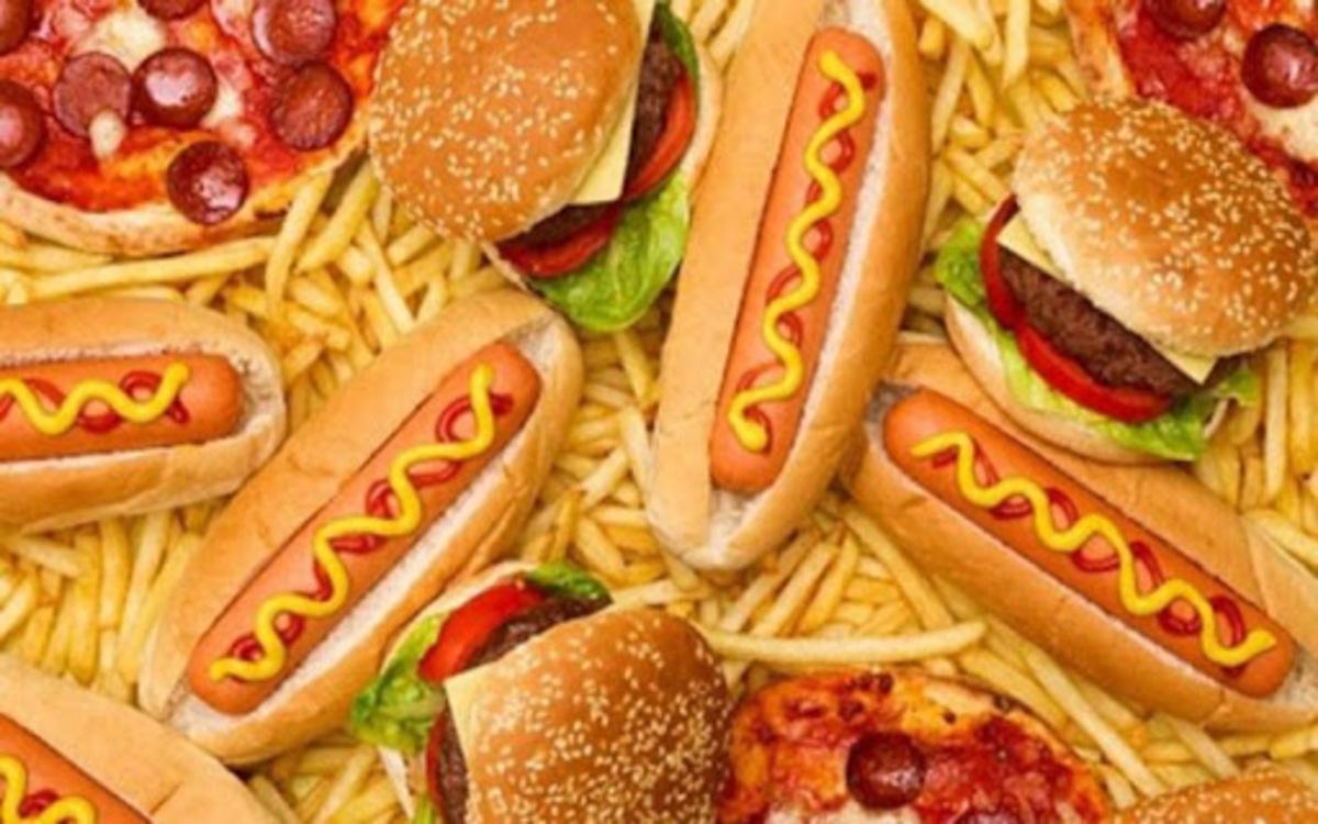 Hạn chế ăn các thực phẩm không lành mạnh: Thực phẩm chứa nhiều dầu mỡ và thức ăn nhanh có thể làm giảm mức estrogen và khiến cơ thể bạn mất cân bằng nội tiết tố./.
