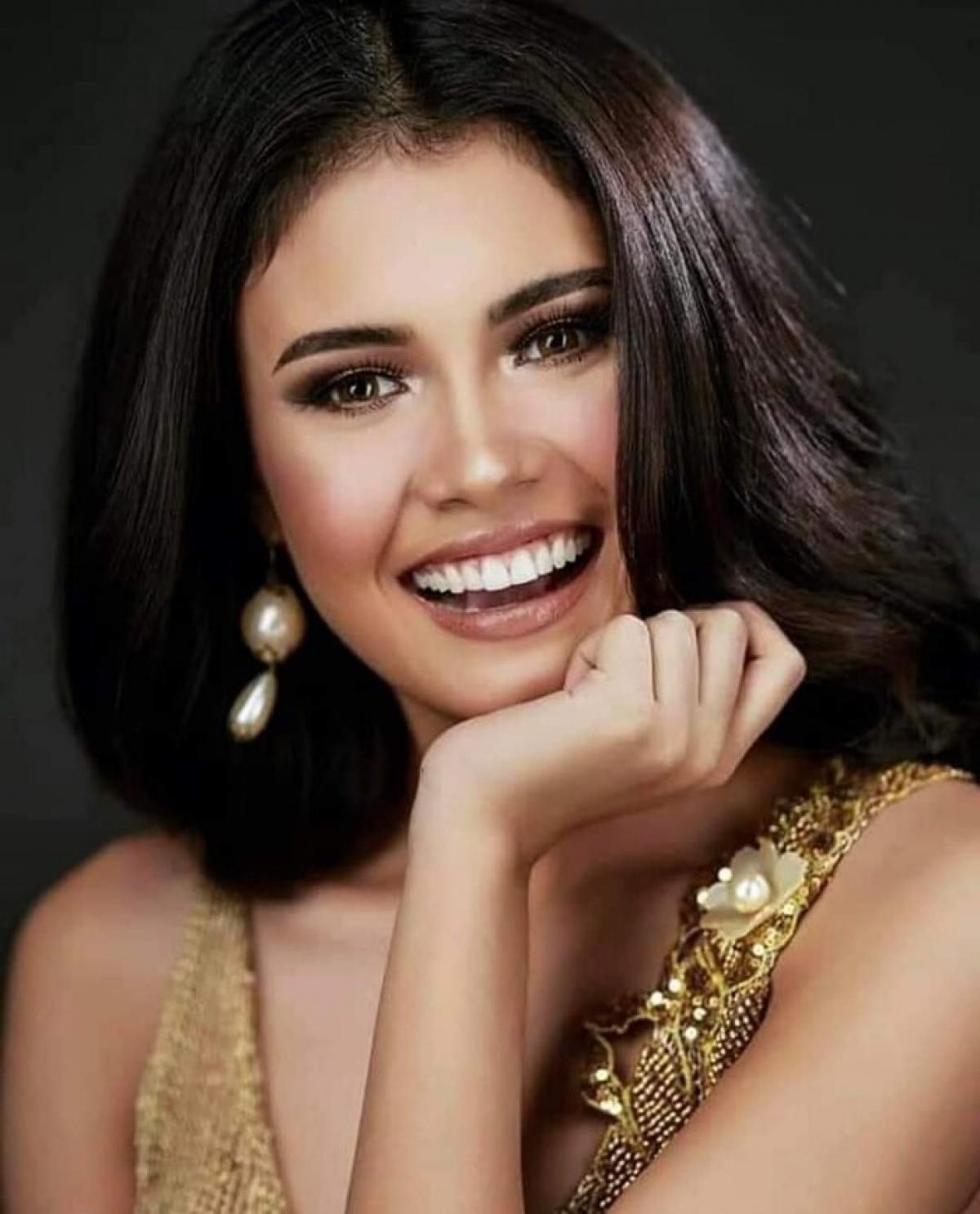 """Với sứ mệnh của hoa hậu trong mùa đại dịch Covid-19, người đẹp 24 tuổi trả lời:""""Là một ứng cử viên, tôi biết tôi không chỉ là bộ mặt của Thành phố Iloilo, nhưng tôi ở đây mang theo hy vọng và là biểu tượng của ánh sáng trong những thời điểm đen tối nhất."""
