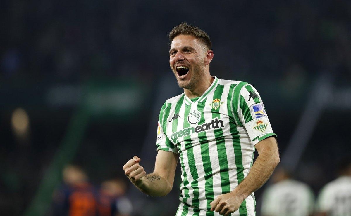 Joaquin (39 tuổi/Betis) - Joaquin nổi lên từ World Cup 2002 với tư cách là cầu thủ trẻ triển vọng của bóng đá Tây Ban Nha. 18 năm sau ngày đó, trong khi các cầu thủ đồng trang lứa đã lần lượt giải nghệ, Joaquin vẫn là trụ cột của Real Betis ở giải La Liga (Tây Ban Nha).