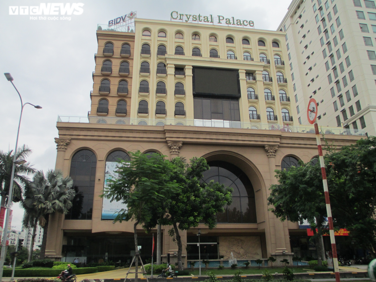 Ngân hàng BIDV vừa rao bán Trung tâm hội nghị tiệc cưới Crystal Palace (Phú Mỹ Hưng, Quận 7) với giá 356 tỷ đồng, giảm khá mạnh so với mức 535 tỷ đồng rao bán cuối năm ngoái.