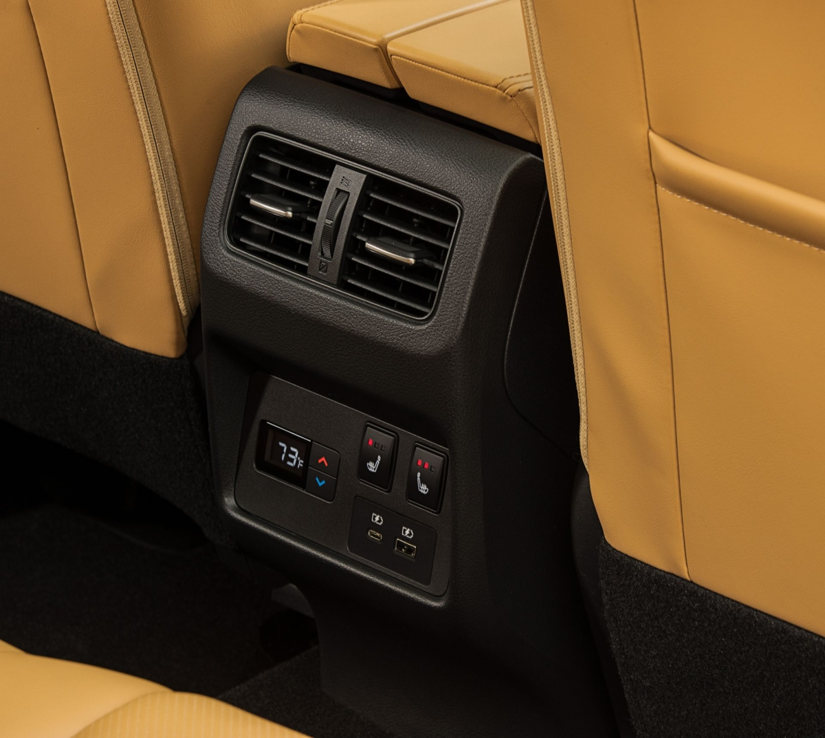 Các tính năng có sẵn bao gồm Hỗ trợ lái xe ProPilot với Navi-link, chìa khóa thông minh Nissan mở rộng đến cửa sau, hệ thống kiểm soát khí hậu ba vùng độc quyền và sạc không dây.