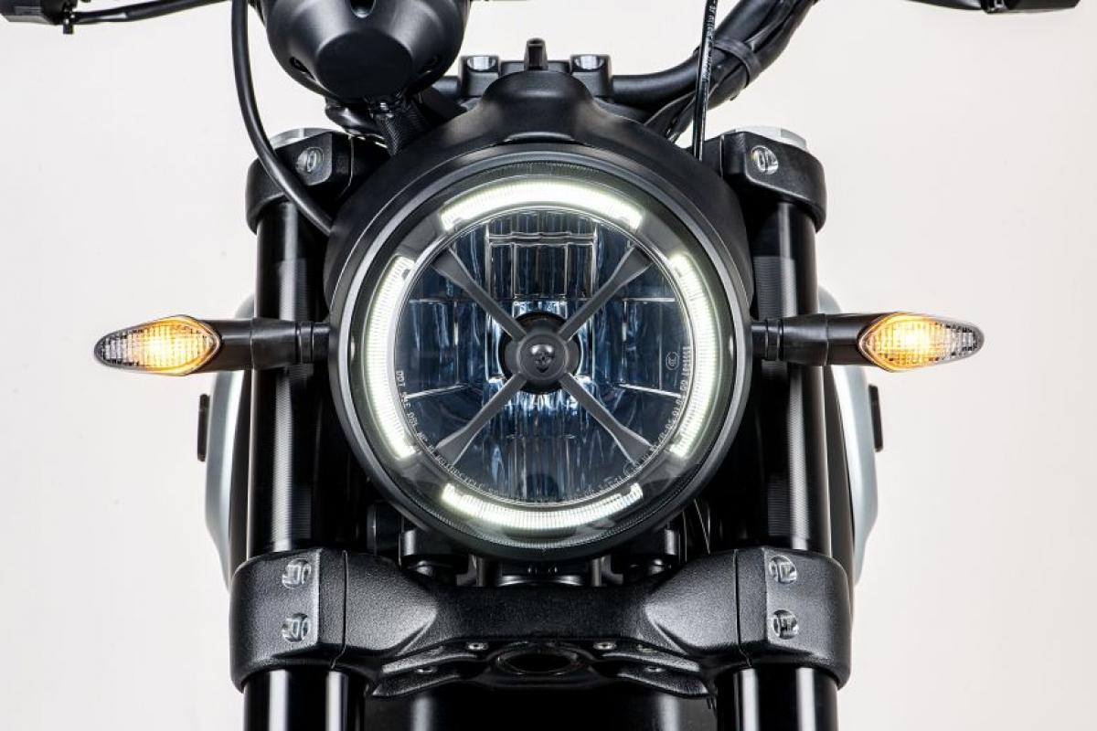 Mặc dù mức giá chính thức chưa được tiết lộ nhưng một vài nguồn tin đến từ Ducati Malaysia cho biết mức giá có thể vào khoảng 85.000 RM (tương đương 474 triệu đồng).