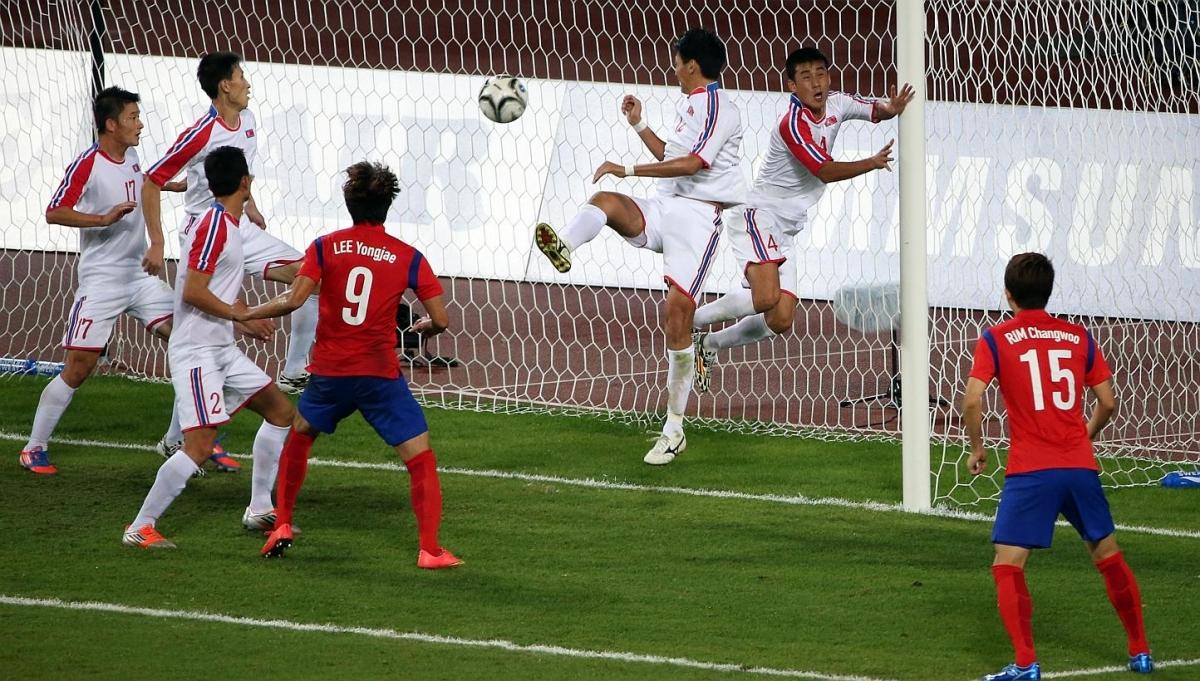 Khoảnh khắc Olympic Hàn Quốc ghi bàn trước Triều Tiên, quyết định tấm HCV ASIAD 2014 (Ảnh: Yonhap).