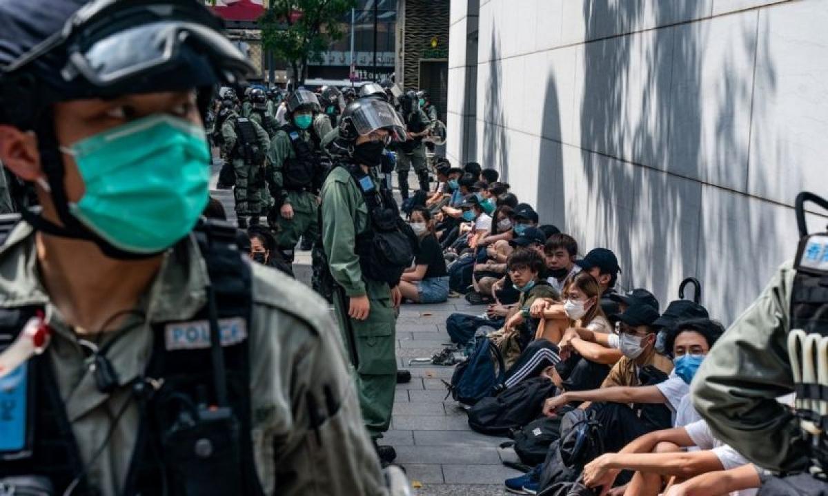 Cảnh sát Hong Kong được huy động để ngăn người biểu tình có hành động quá khích. Ảnh: Getty Images