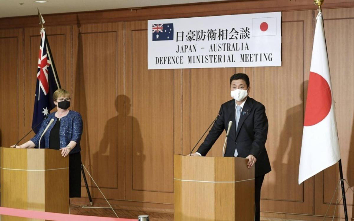 Bộ trưởng Quốc phòng Australia Linda Reynolds (trái) và Bộ trưởng Quốc phòng Nhật Bản Nobuo Kishi. Ảnh: Kyodo.