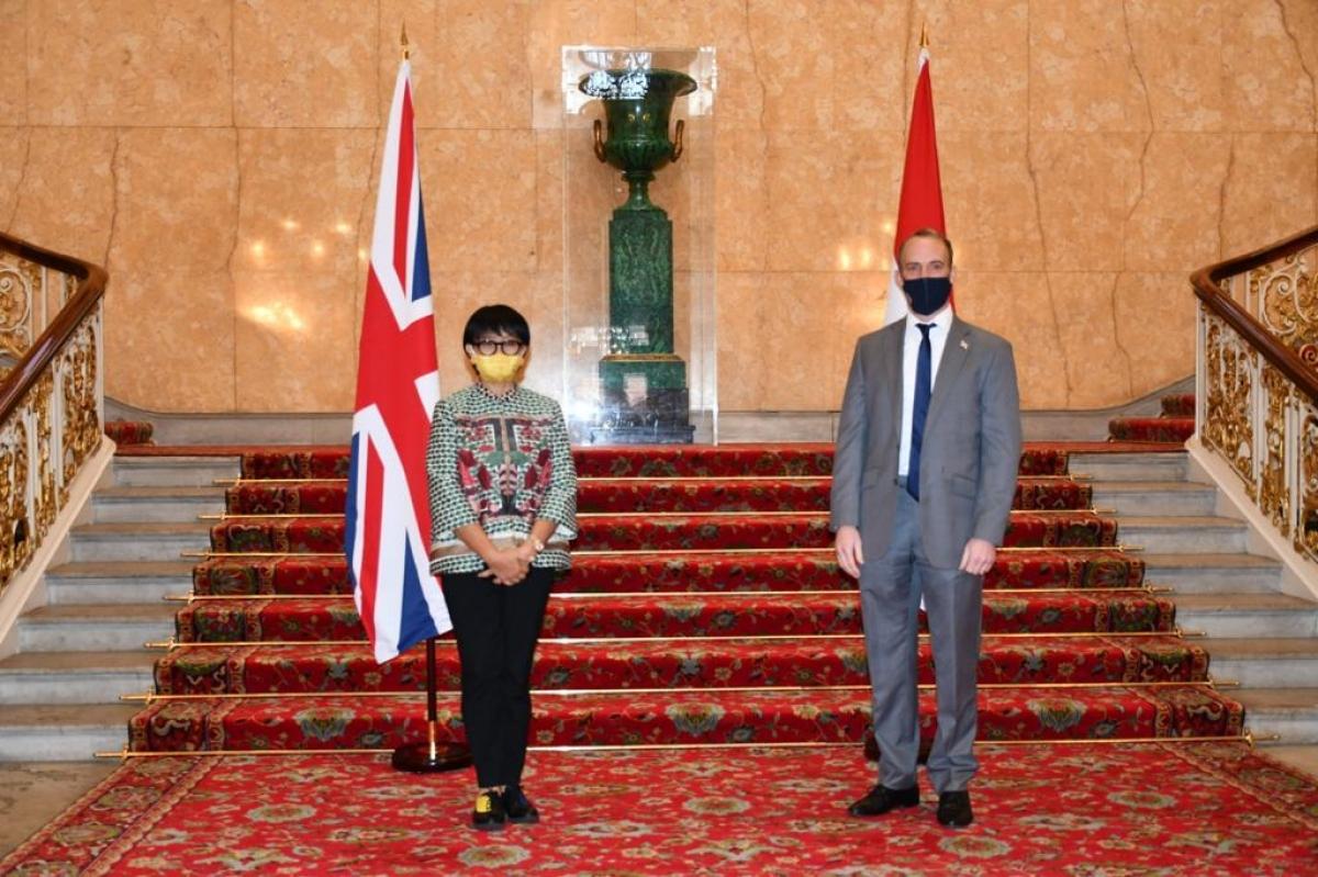 Ngoại trưởng Indonesia, Retno Marsudi (trái) vàngười đồng cấp Anh, Dominic Raab (Nguồn: BNG Indonesia).
