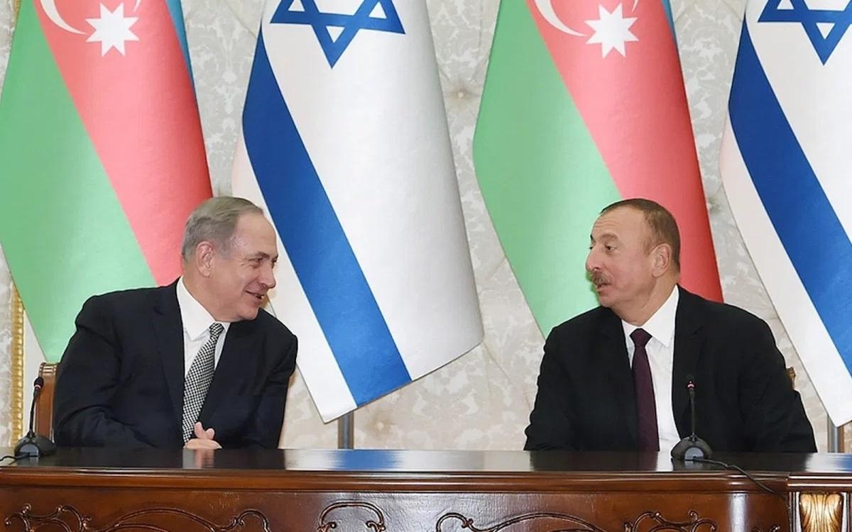 Thủ tướng Israel Benjamin Netanyahu (trái) và Tổng thống Azerbaijan Ilham Aliyev gặp gỡ tại một sự kiện. Ảnh: Phòng báo chí của Tổng thống Azerbaijan.