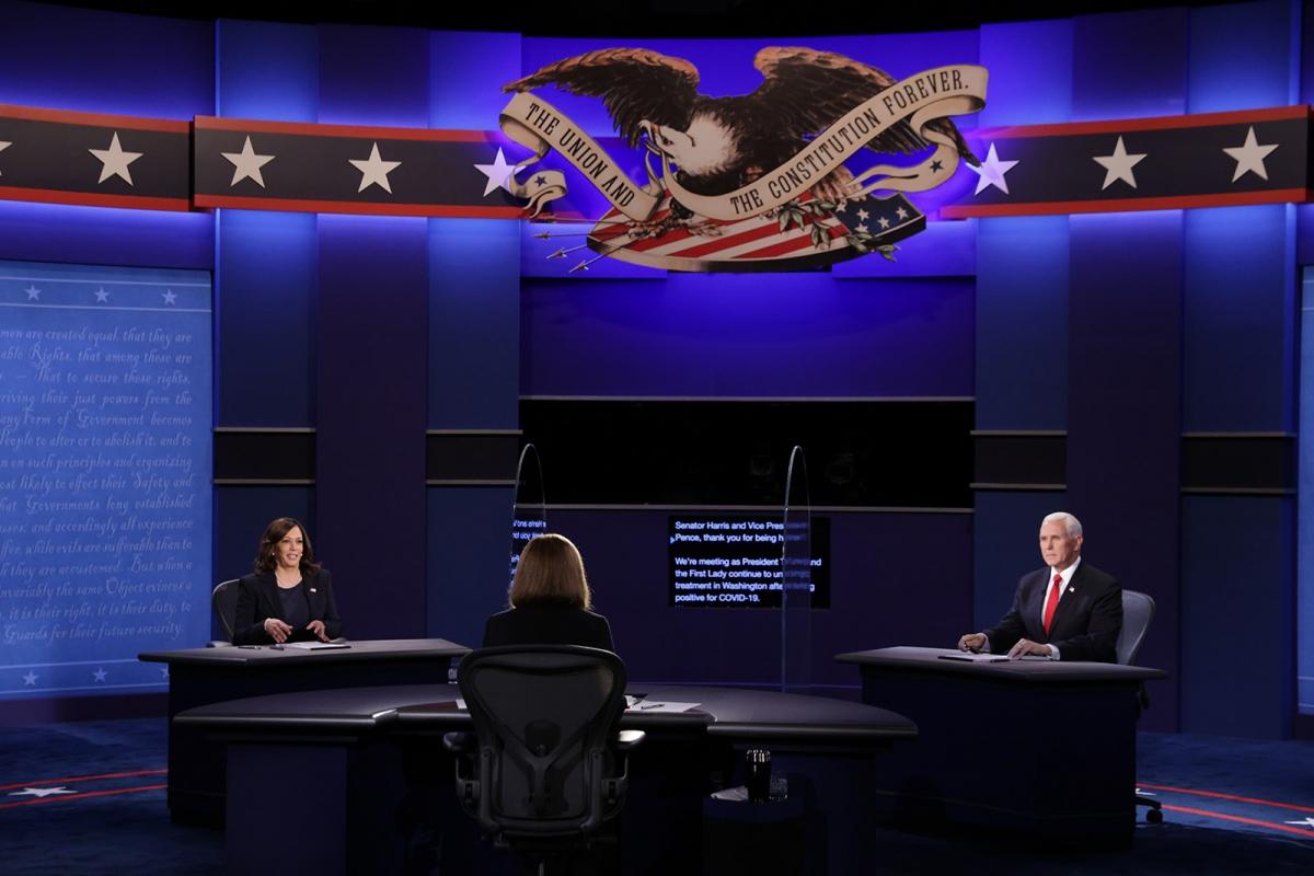 Tranh luận phó tổng thống giữa ông Mike Pence và bà Kamala Harris. Ảnh: CNN