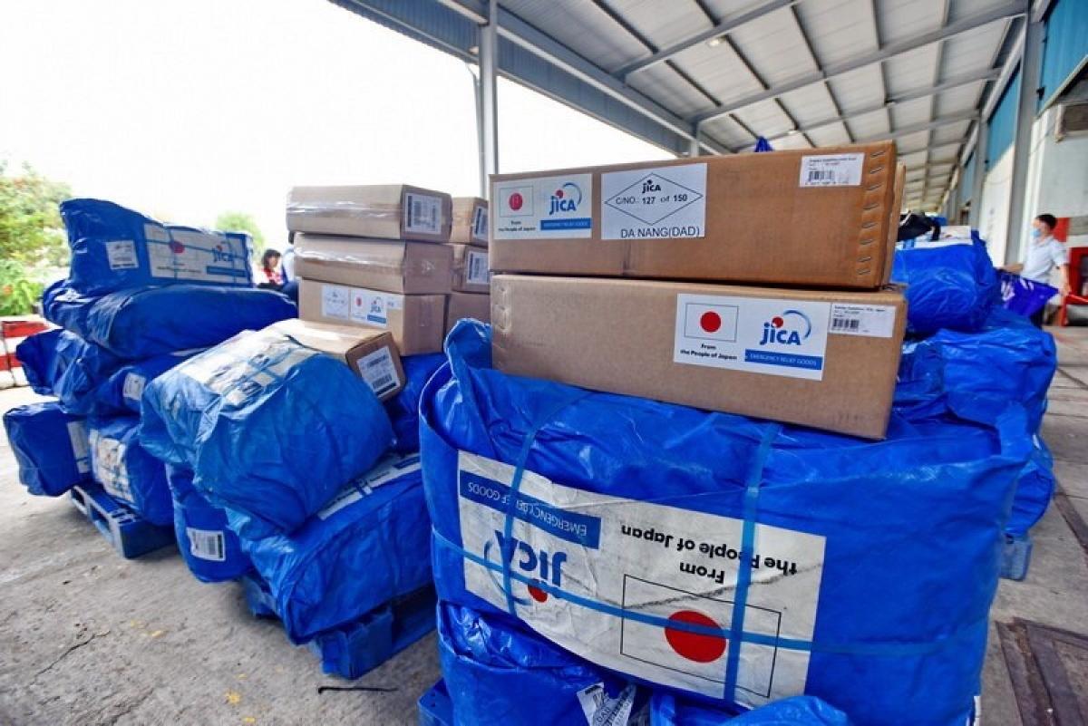 Nhật Bản hỗ trợ hàng hóa đến miền Trung Việt Nam.