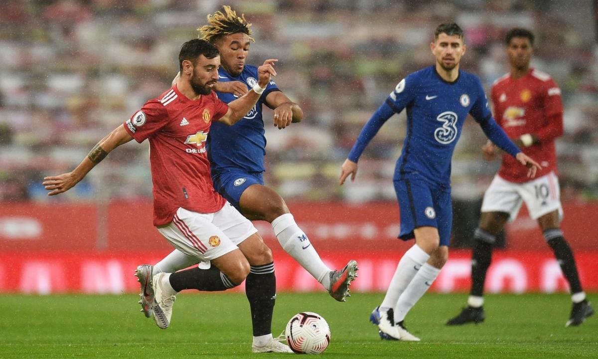 Chelsea đang chơi phòng ngự chặt chẽ. (Ảnh: Reuters).
