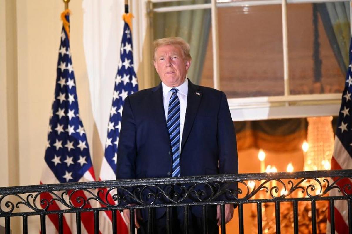Tổng thống Trump phát biểu từ ban công Nhà Trắng ngày 10/10 (giờ Mỹ). Ảnh: Reuters