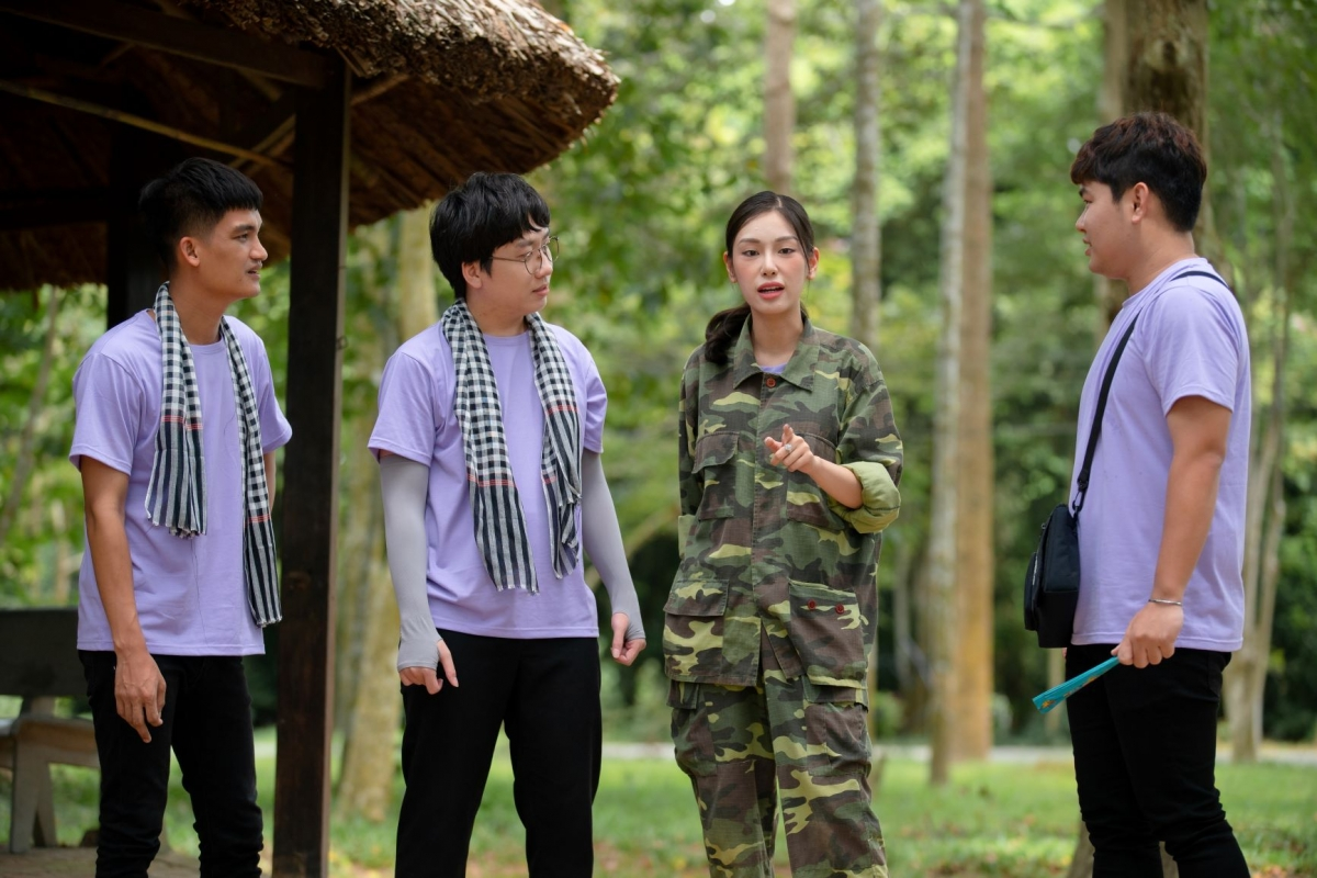 2 MC Mạc Văn Khoa - Phát La và 2 khách mời Quốc Khánh - Á khôi Áo dài Phương Linh