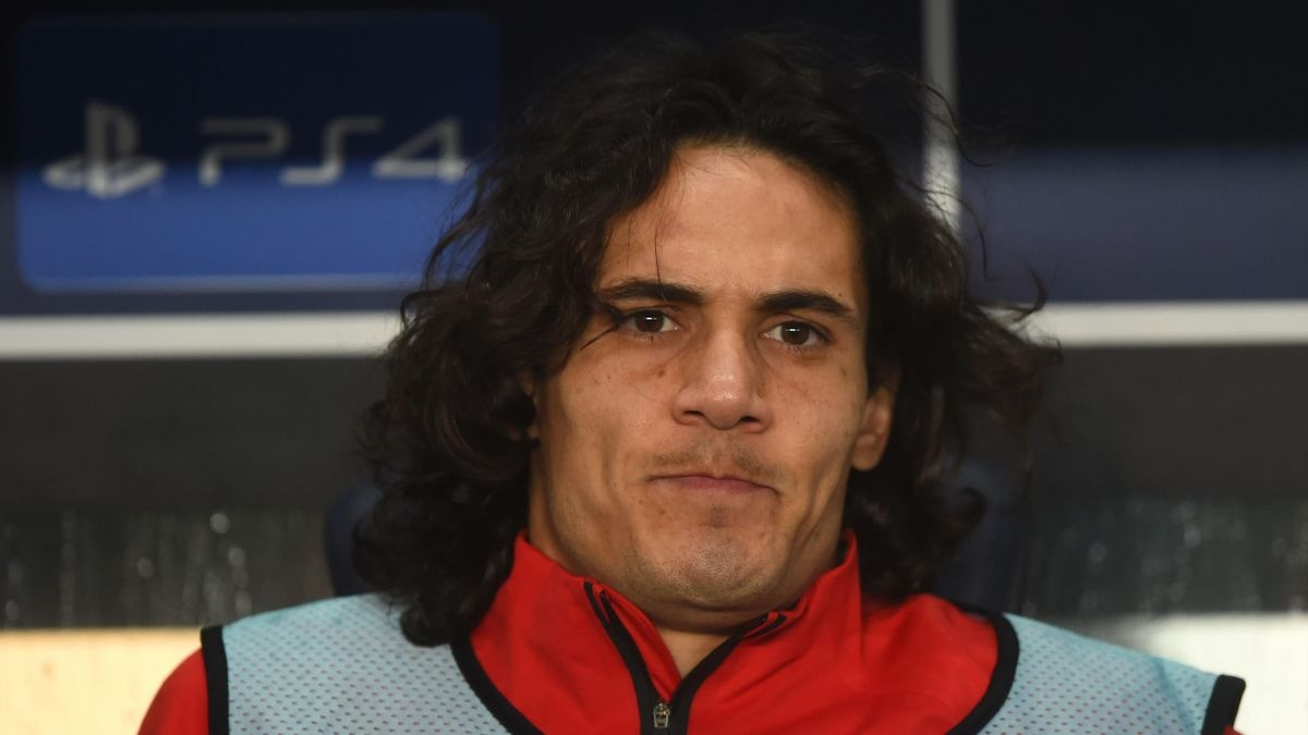 Tiền đạo: Edinson Cavani từ PSG tới MU