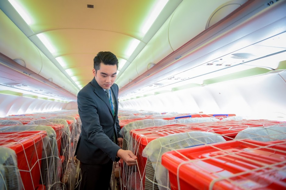 Bamboo Airways khẩn trương ưu tiên chuẩn bị cho chuyến bay, cũng như điều động các cán bộ dạn dày kinh nghiệm để phục vụ chuyến bay.