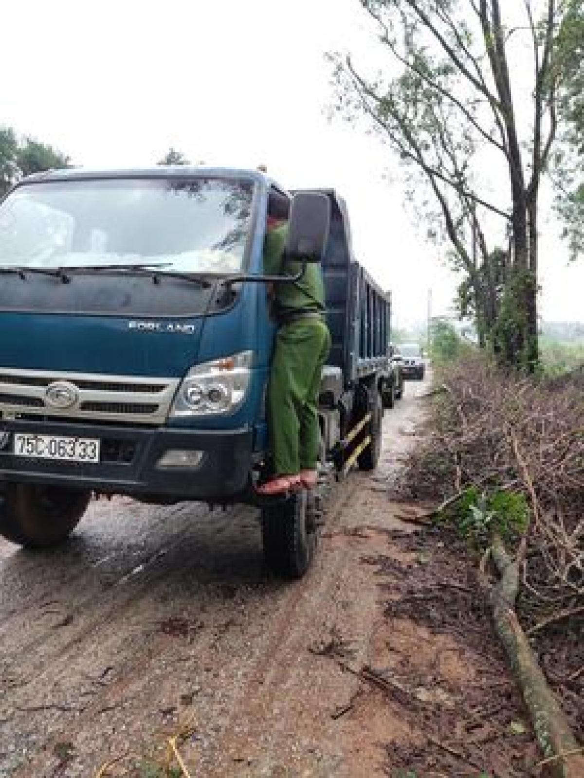 Lực lượng cứu nạn tập kết tại xã Phong Xuân- huyện Phong Điền(Ảnh: CTV)