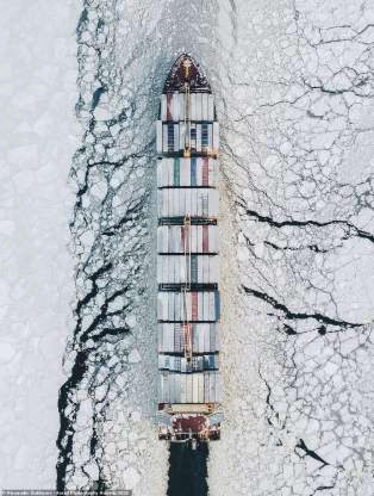 Bức ảnh ấn tượng chụp Vịnh Phần Lan bằng máy bay không người lái của nhiếp ảnh gia Alexander Sukharev.