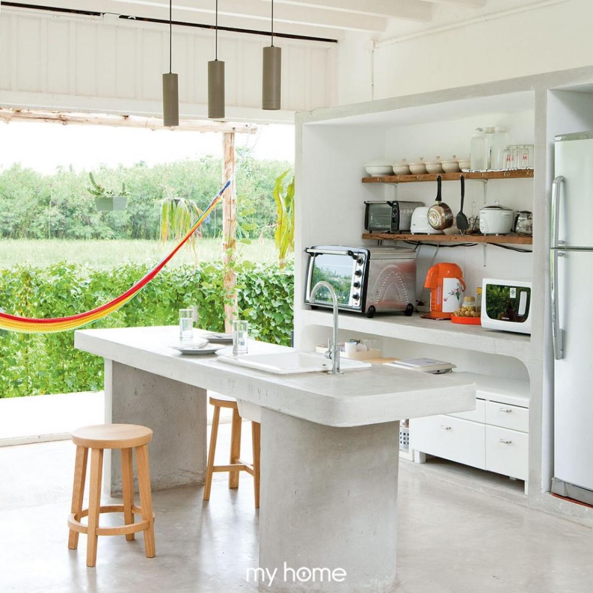 Không gian bếp nhỏ nhắn, đáng yêu với những gì vừa mộc mạc lại hiện đại, tinh tế.