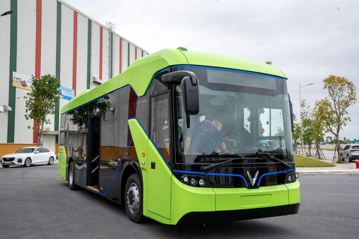 Ngày 16/10 vừa qua, Bộ GTVT đã có văn bản gửi UBND TP Hà Nội và TP HCM đồng thuận với đề xuất vận tải hành khách công cộng bằng xe buýt điện của Tập đoàn Vingroup.