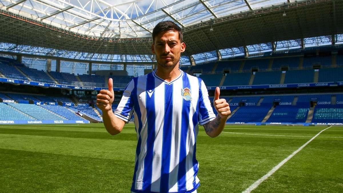 Tiền vệ: David Silva từ Man City tới Sociedad