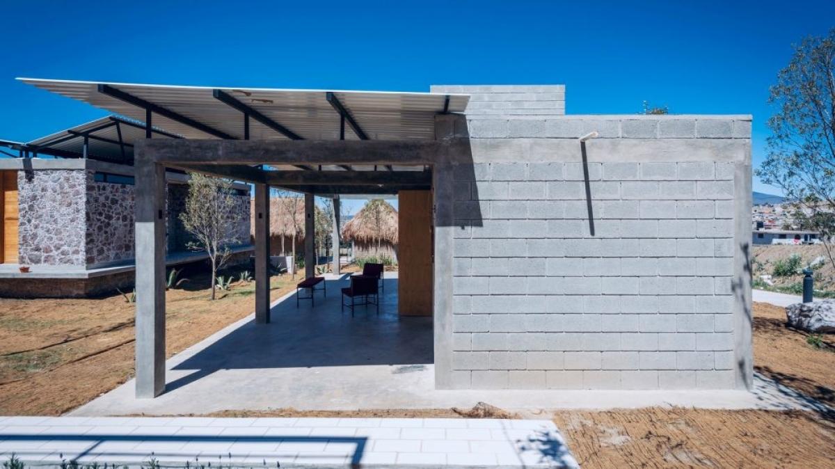 Không phải lo cảm giác nóng bức dưới tiết trời ở Mexico này nhờ vào sự nghiên cứu về hướng xây, phong thủy căn nhà của nhà thiết kế./.