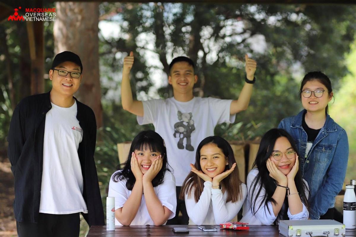 UAVS trao quà cho các du học sinh Việt Nam của trường Đại học Macquaire