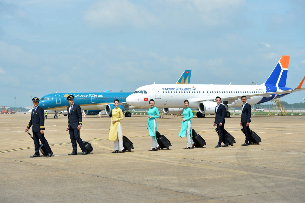 Vietnam Airlines Group cho biết, trong các tháng cuối năm sẽ tiếp tục theo dõi chặt chẽ diễn biến dịch bệnh và bám sát thị trường để có phương án khôi phục mạng bay phù hợp, đảm bảo ưu tiên cao nhất là phòng, chống dịch và đáp ứng tốt nhu cầu di chuyển của hành khách.
