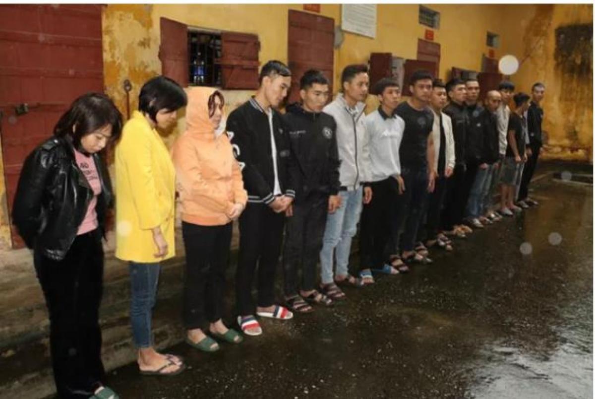 15 người trong ổ nhóm bị bắt giữ, trong đó có 3 nữ cán bộ Trung tâm GDTX tỉnh Thanh Hóa.