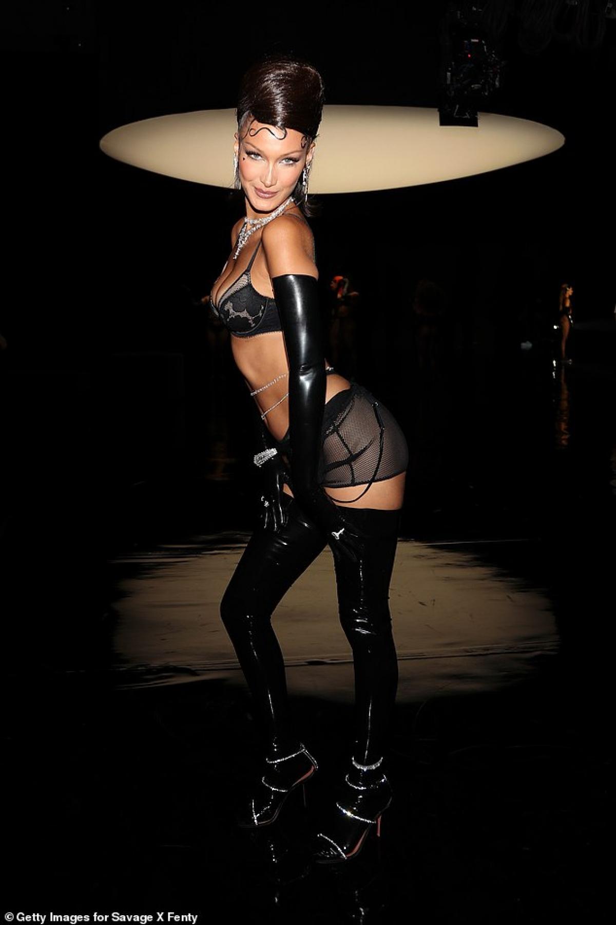 """Tên tuổi cô """"càn quét"""" các sàn diễn lớn nhỏ tại các Tuần lễ thời trang quốc tế."""