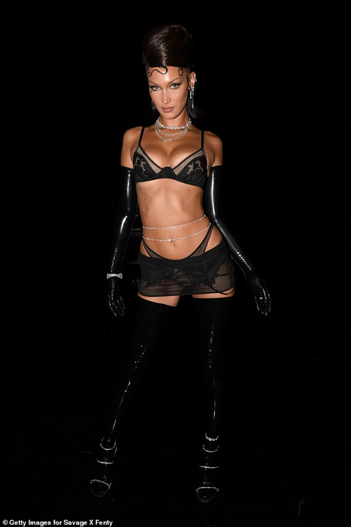 Bella Hadid là một trong những người mẫu nổi tiếng trong làng thời trang thế giới.