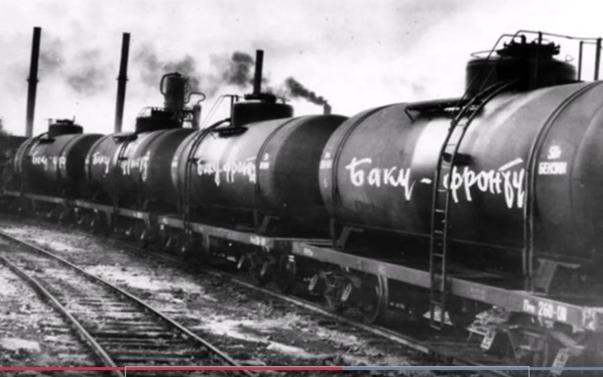 Thời Thế chiến 2, Azerbaijan đã cung cấp nhiều dầu cho Hồng quân Liên Xô. Ảnh: Azertag.