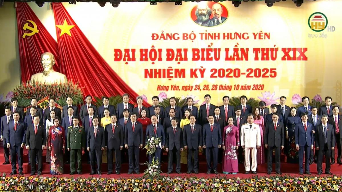 Ban Thường vụ Tỉnh ủy khóa mới ra mắt Đại hội.