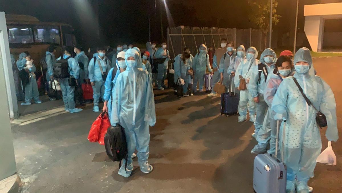 Tiếp nhận 353 công dân Việt Nam từ Nhật Bản trở về.