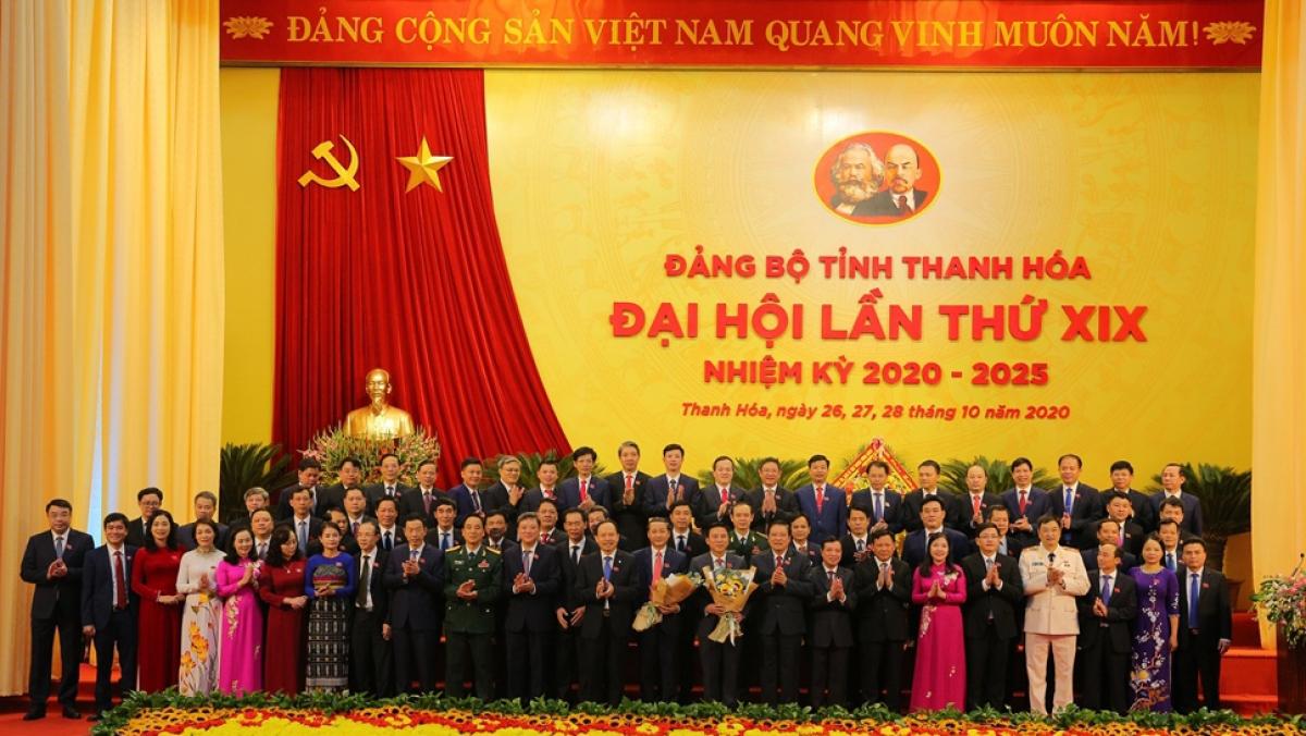 Ban Chấp hành Đảng bộ tỉnh Thanh Hóa khóa XIX, nhiệm kỳ 2020 - 2025 ra mắt Đại hội.