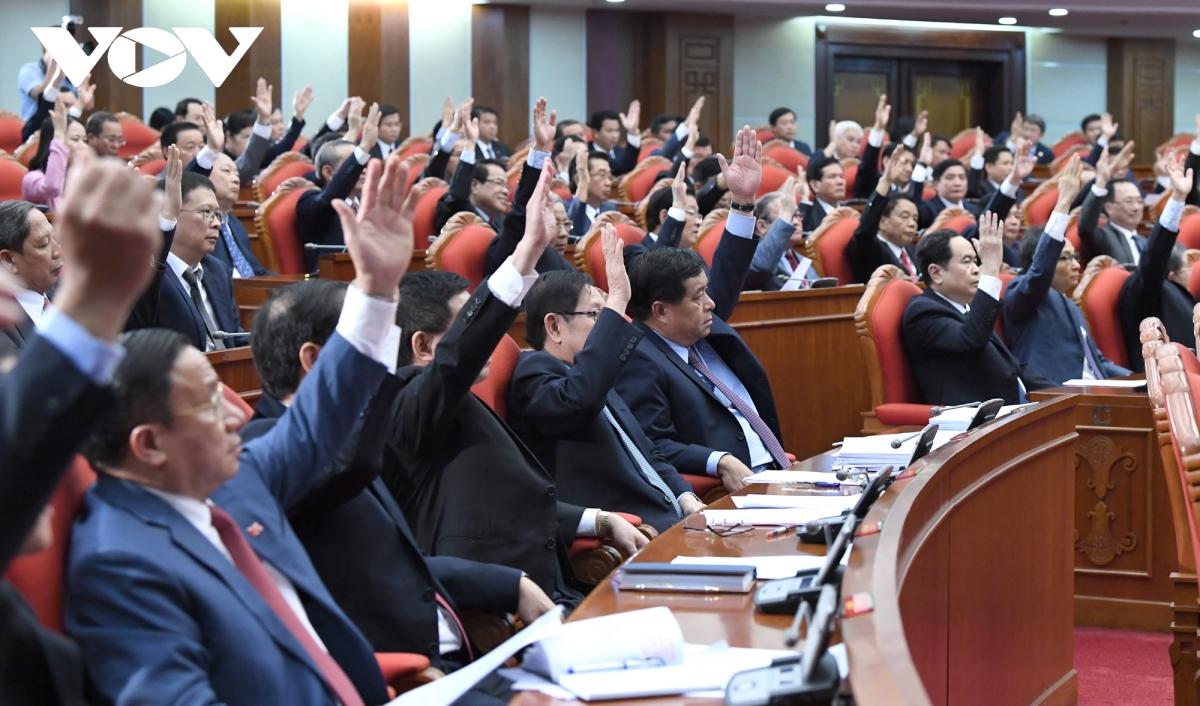 Các đại biểu biểu quyết tại Hội nghị. Ảnh: Ngọc Thành