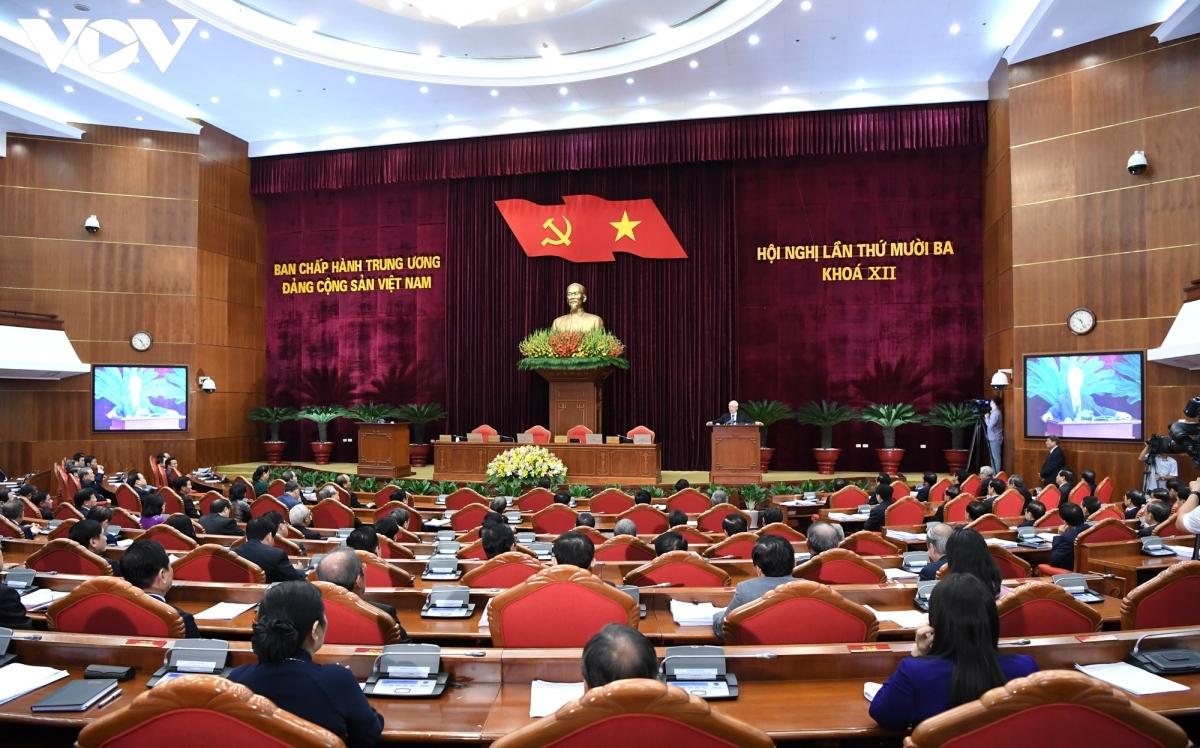 Tại Hội nghị Trung ương 13, Trung ương đã bỏ phiếu biểu quyết giới thiệu nhân sự tham gia Uỷ viên chính thức Ban Chấp hành Trung ương khoá XIII, Uỷ viên dự khuyết Ban Chấp hành Trung ương khoá XIII, Uỷ viên Uỷ ban Kiểm tra Trung ương khoá XIII (Ảnh: Ngọc Thành)