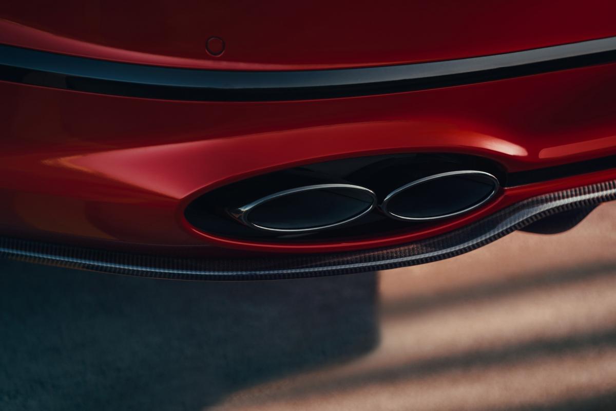 Ở thế hệ thứ ba, chiếc sedan sang trọng của Bentley sở hữu kích thước tổng thể lớn hơn thế hệ trước với chiều dài lên đến 5.304 mm, chiều rộng 1.963 mm, chiều cao của xe tương đương với thế hệ trước đây, đạt 1.488 mm.