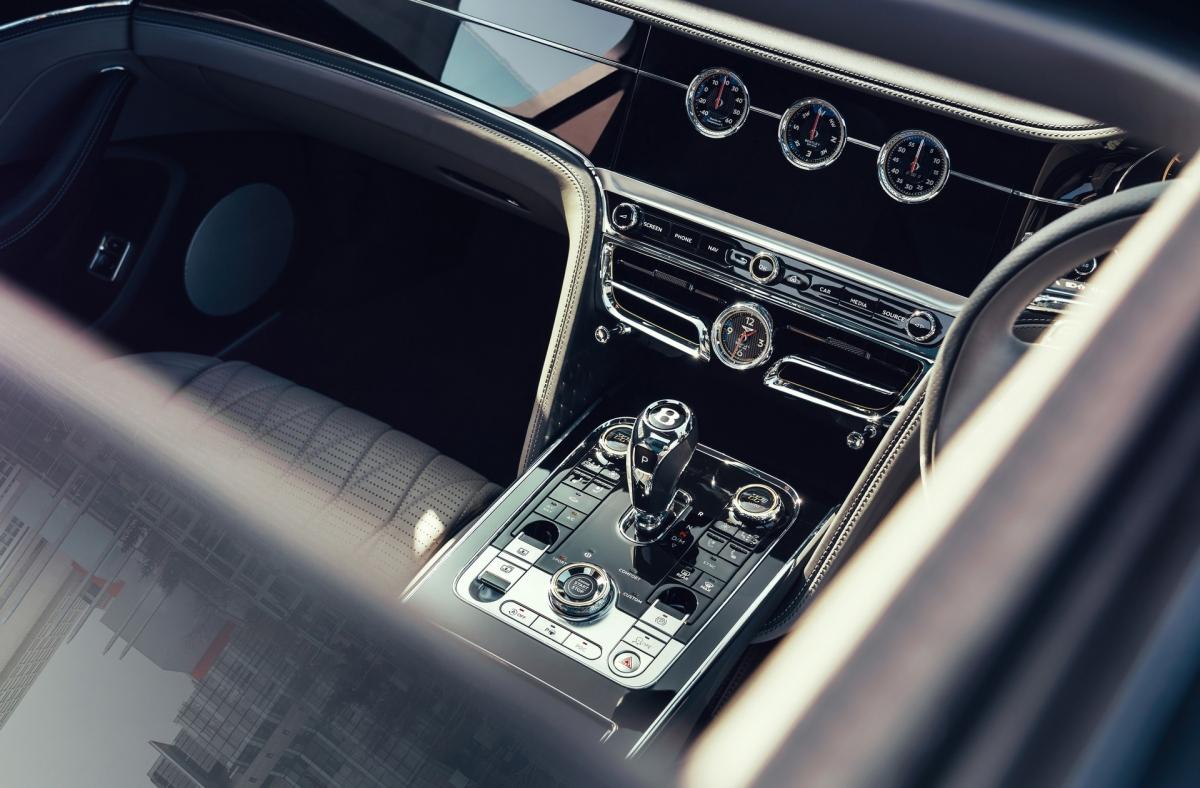 Bentley Flying Spur V8 sẽ được trưng bày trước công chúng lần đầu tiên tại sự kiện Goodwood SpeedWeek diễn ra vào cuối tuần này. Xe sẽ bắt đầu được bán ra vào đầu năm sau với giá bán chưa được tiết lộ.