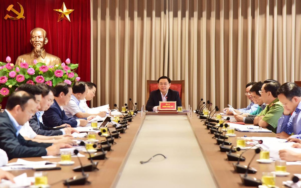 Ủy viên Bộ Chính trị, Bí thư Thành ủy Hà Nội Vương Đình Huệ chủ trì cuộc họp liên quan đến tình hình Khu liên hiệp xử lý chất thải Sóc Sơn.